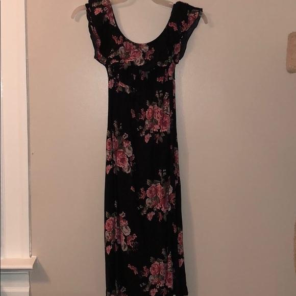 f119c5a747c9c Lovely floral slightly off the shoulder maxi dress.  M_5ab6dc9c2c705de54a2f96e2